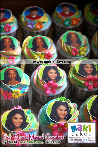 high-school-musical-cupcakes-for-matthew__-maki-cakes