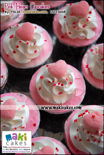 pink-heart-cupcakes-maki-cakes