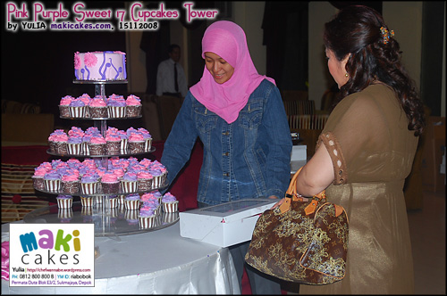 pink-purple-sweet-17-cupcakes-tower__-maki-cakes