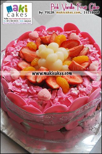 pink-vanilla-fruit-cake-maki-cakes