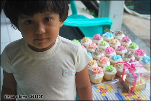 rose-cupcakes-for-wedding-favor_kintan-maki-cakes