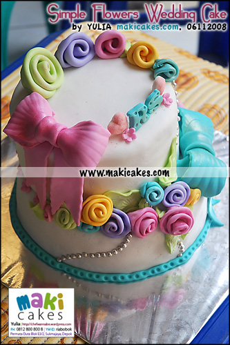 simple-flowers-wedding-cake_-maki-cakes1