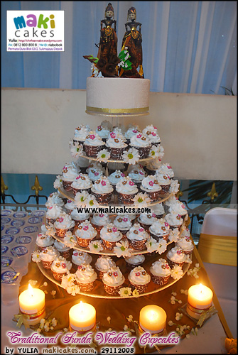traditional-sunda-wedding-cupcakes-maki-cakes