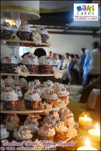 traditional-sunda-wedding-cupcakes___-maki-cakes