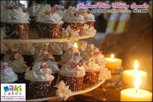 traditional-sunda-wedding-cupcakes____-maki-cakes