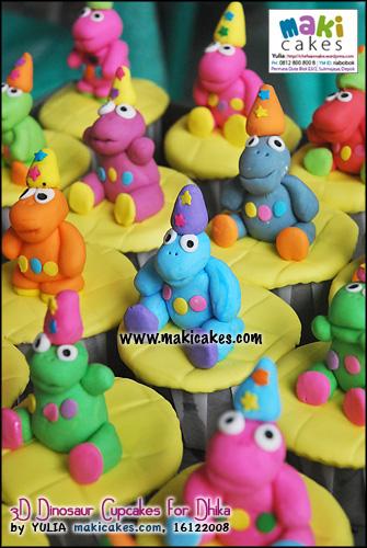 3d-dinosaur-cupcakes-for-dhika_-maki-cakes