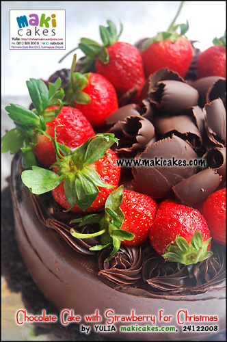 chocolate-cake-with-strawberry-for-christmas-maki-cakes1