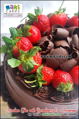 chocolate-cake-with-strawberry-for-christmas-maki-cakes1