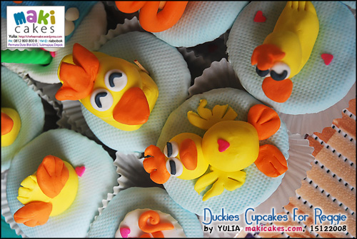 duckies-cupcakes-for-reggie_-maki-cakes