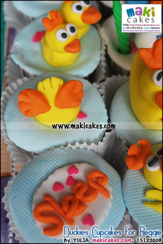 duckies-cupcakes-for-reggie_lovesleep-maki-cakes
