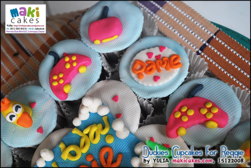 duckies-cupcakes-for-reggie_psp-maki-cakes