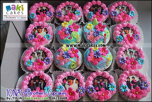 jonas-brothers-cupcakes-maki-cakes