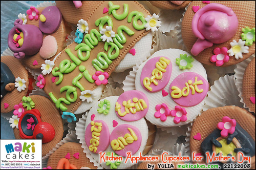 kitchen-appliances-cupcakes-for-mothers-day-maki-cakes