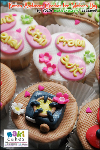 kitchen-appliances-cupcakes-for-mothers-day_stove-maki-cakes
