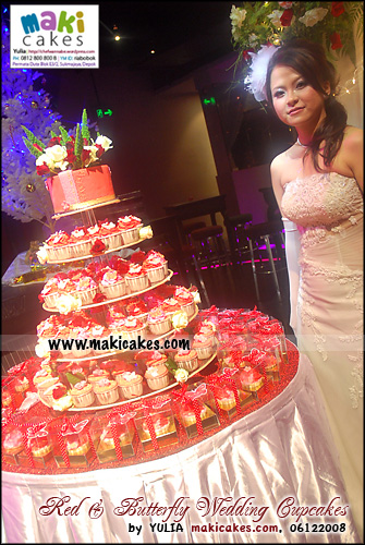 red-butterfly-wedding-cupcakes_with-bride-maki-cakes