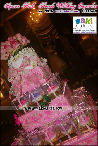 square-pink-purple-wedding-cupcakes_top-view-maki-cakes