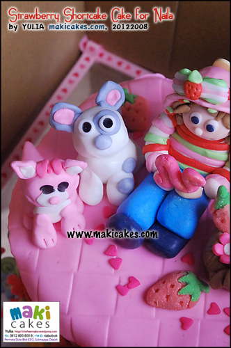 strawberry-shortcake-cake-for-naila_dog_cat-maki-cakes