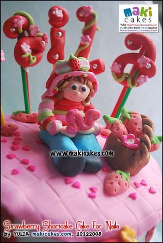 strawberry-shortcake-cake-for-naila_figurine-maki-cakes