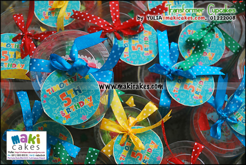 transformer-cupcakes_-ribbon-label-maki-cakes