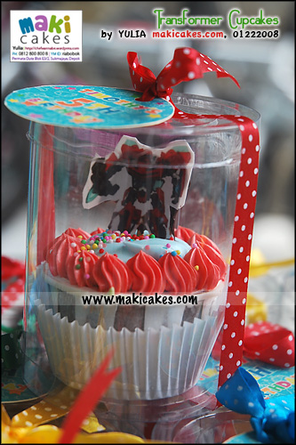 transformer-cupcakes_-ribbon-label_-maki-cakes