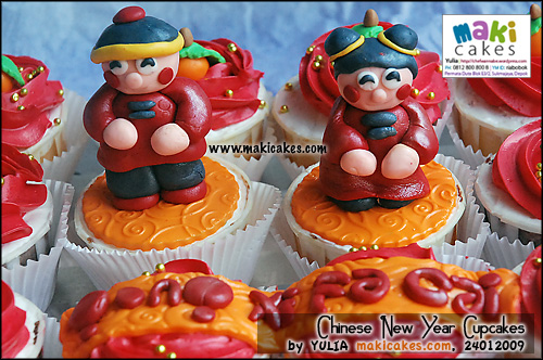 chinese-new-year-2009-cupcakes_boy-girl-maki-cakes