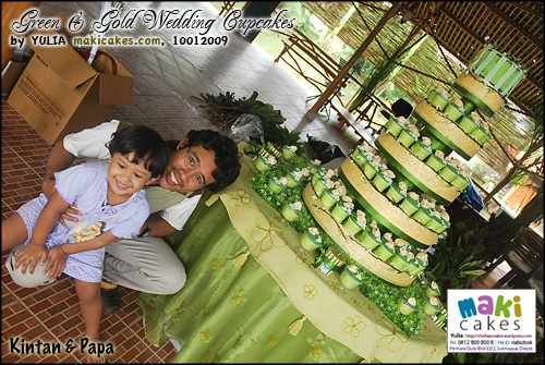 green-gold-wedding-cupcakes_kintan-papa-maki-cakes