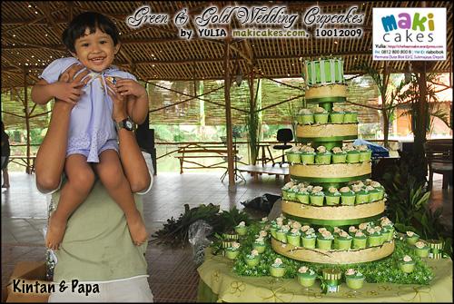 green-gold-wedding-cupcakes_kintan-papa_-maki-cakes
