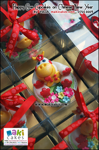 happy-cow-cupakes-on-cny-for-anna-maki-cakes