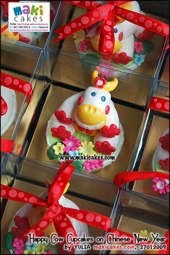 happy-cow-cupakes-on-cny-for-anna___-maki-cakes