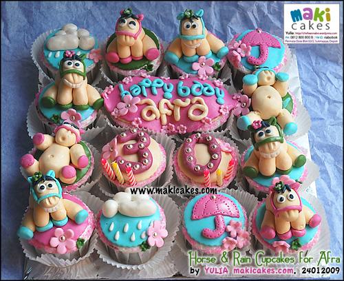 horse-rain-cupcakes-maki-cakes