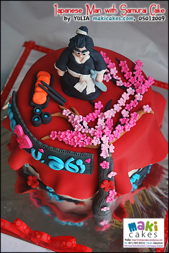 japanese-man-with-samurai-cake__-maki-cakes