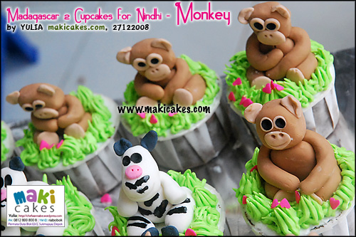 madagascar-2-cupcakes-for-nindhi_monkey-maki-cakes