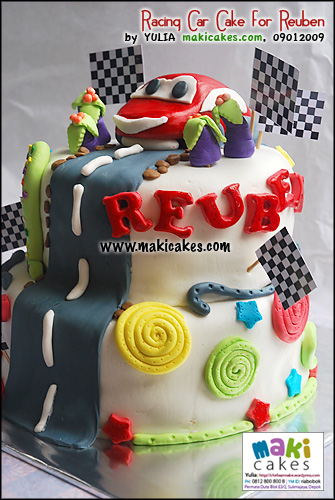 racing-car-cake-for-reuben-maki-cakes