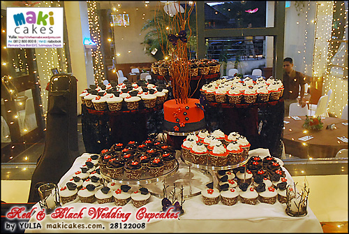 red-black-wedding-cupcakes-maki-cakes