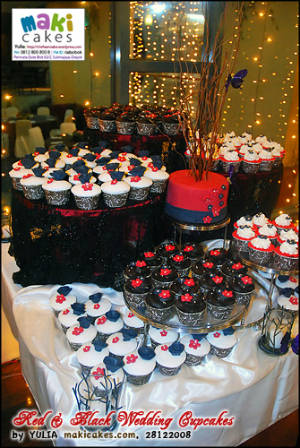 red-black-wedding-cupcakes_-maki-cakes