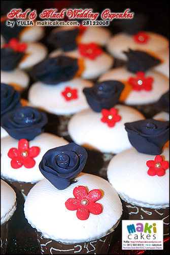 red-black-wedding-cupcakes___-maki-cakes