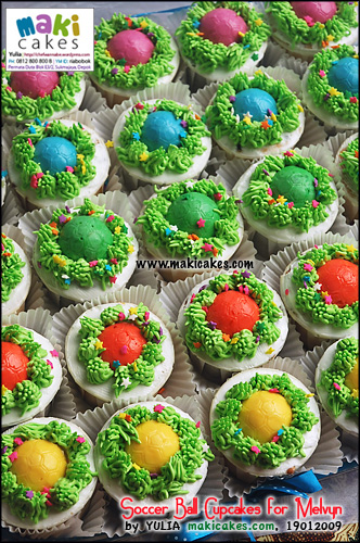 soccer-ball-cupcakes-for-melvyn-maki-cakes