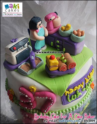 birthday-cake-for-a-cake-baker_-maki-cakes