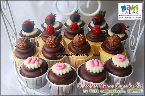 chocolate-cream-cupcake-set_-maki-cakes