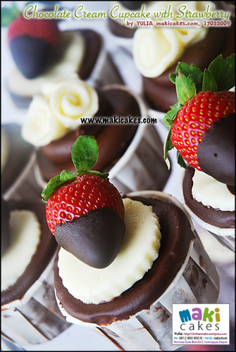 chocolate-cream-cupcake-with-strawberry_-maki-cakes