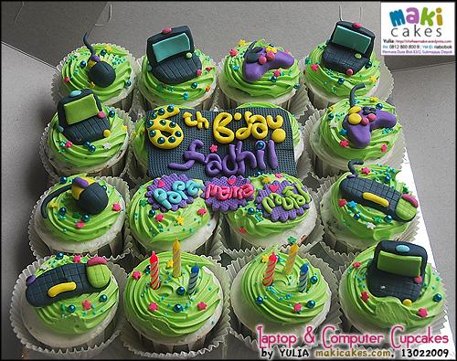 laptop-computer-cupcakes-maki-cakes