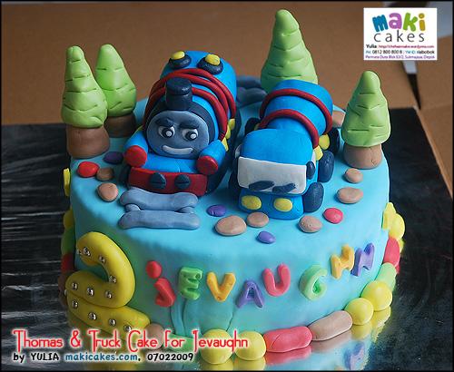 thomas-truck-cake-for-jevaughn-maki-cakes