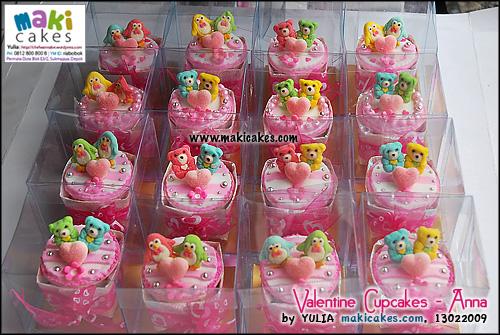 valentine-cupcakes-_-anna-maki-cakes