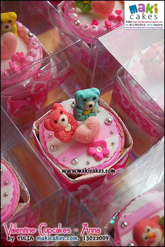 valentine-cupcakes-_-anna_-maki-cakes