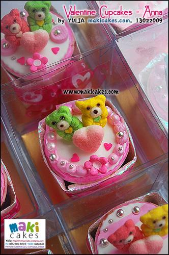 valentine-cupcakes-_-anna__-maki-cakes