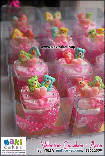 valentine-cupcakes-_-anna___-maki-cakes