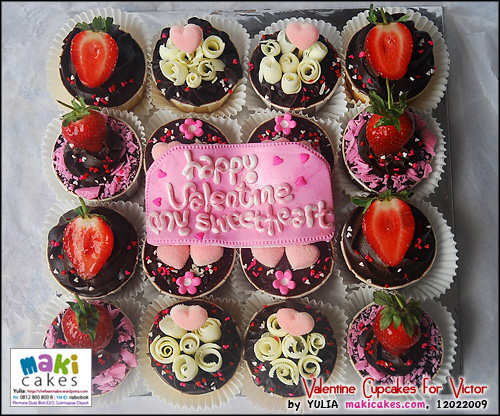 valentine-cupcakes-_-victor-maki-cakes