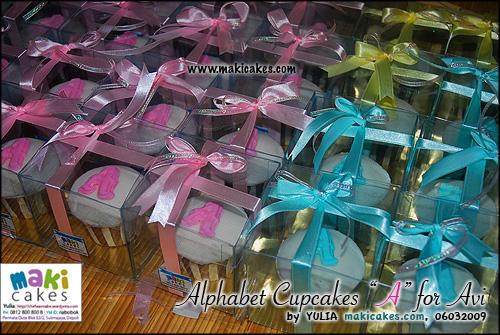 alphabet-cupcakes-a-for-avi_-maki-cakes