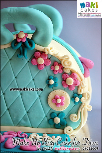 make-up-bag-cake-for-diva-maki-cakes