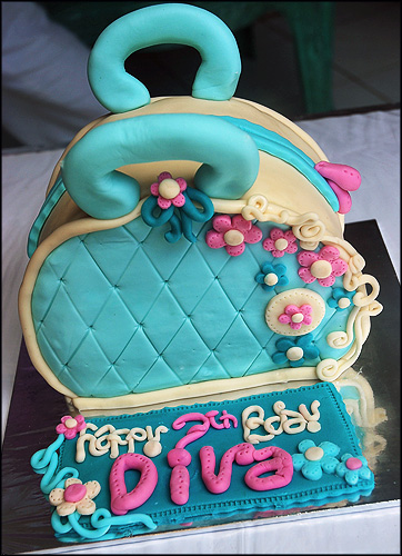 make-up-bag-cake-for-diva_-maki-cakes